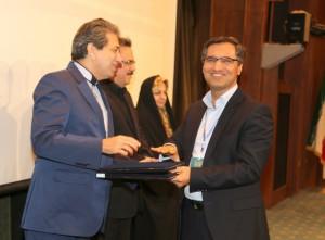 وکیل دادگستری علی رمضانزاده اخذ تندیس اجلاس سراسری رضایت مندی مشتری و مدیریت نوین در مرکز همایشهای صدا و سیما
